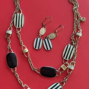 Set necklace and earrings